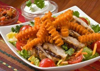 Salad gà nướng Mexico với khoai tây chiên McCain Sweet Potato Crinkle Fries