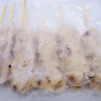 CHẢ CÁ TRỘN BẠCH TUỘC (XIÊN QUE) – FISH CAKE WITH OCTOPU (GÓI 700GR -70GR/QUE)