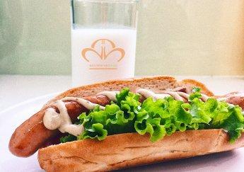 Bữa sáng đầy năng lượng với món hotdog xông khói!