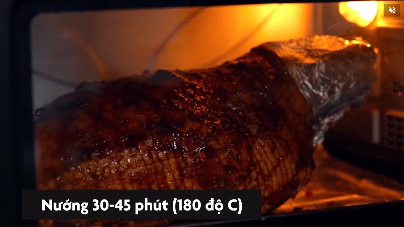 27-dui-heo-nuong-giang-sinh-nguyen-ha-food