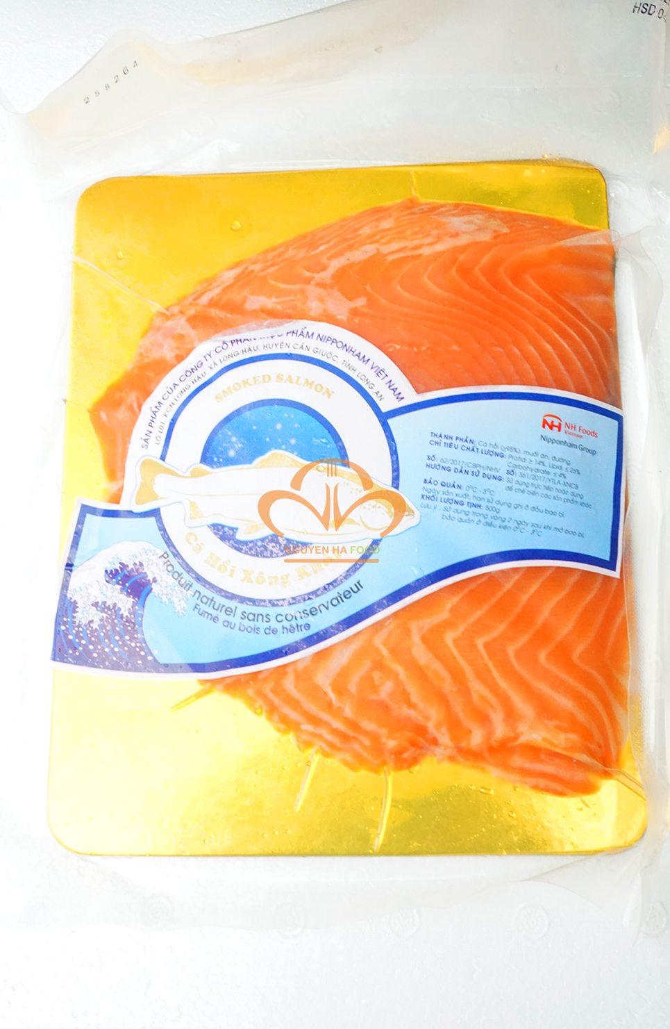 thit-ca-hoi-xong-khoi-co-nguyen-mieng-da-smoked-salmon-skin-on-1