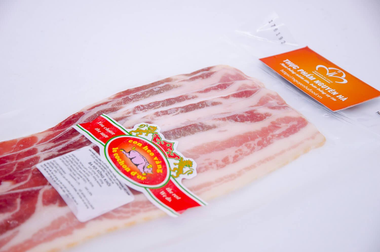 ba roi xong khoi smoke bacon