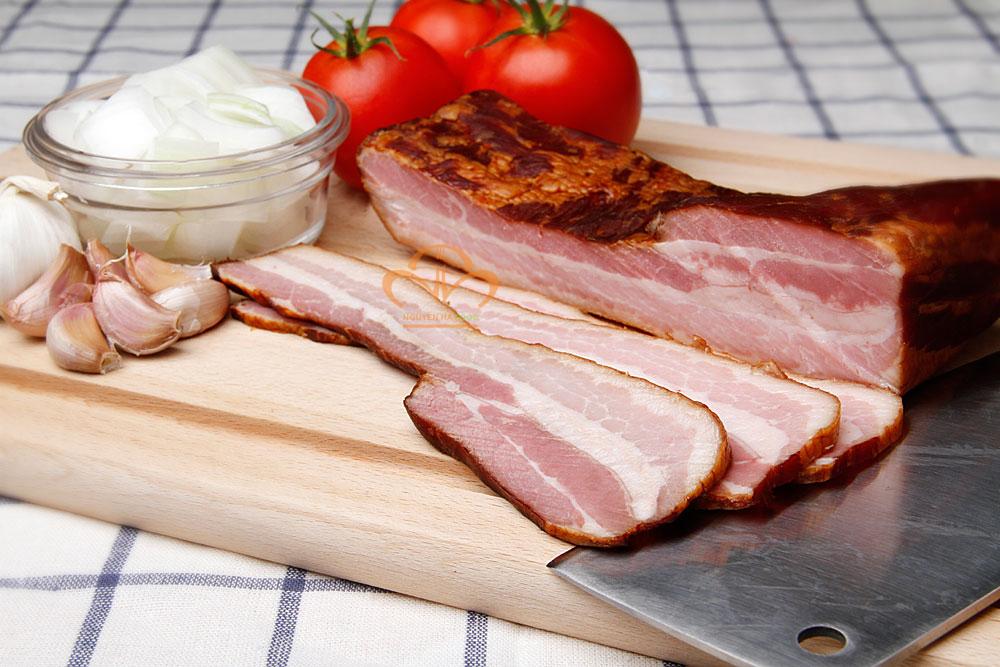 ba-roi-xong-khoi-nau-ngp-nguyen-khoi-smoked-bacon-premium-whole-1