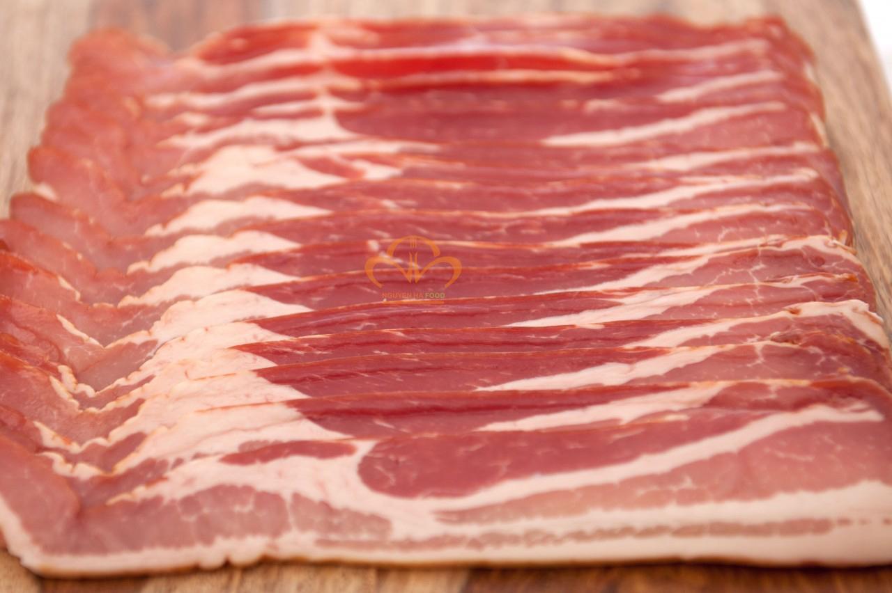 ba-roi-xong-khoi-nau-ngp-nguyen-khoi-smoked-bacon-premium-whole-2