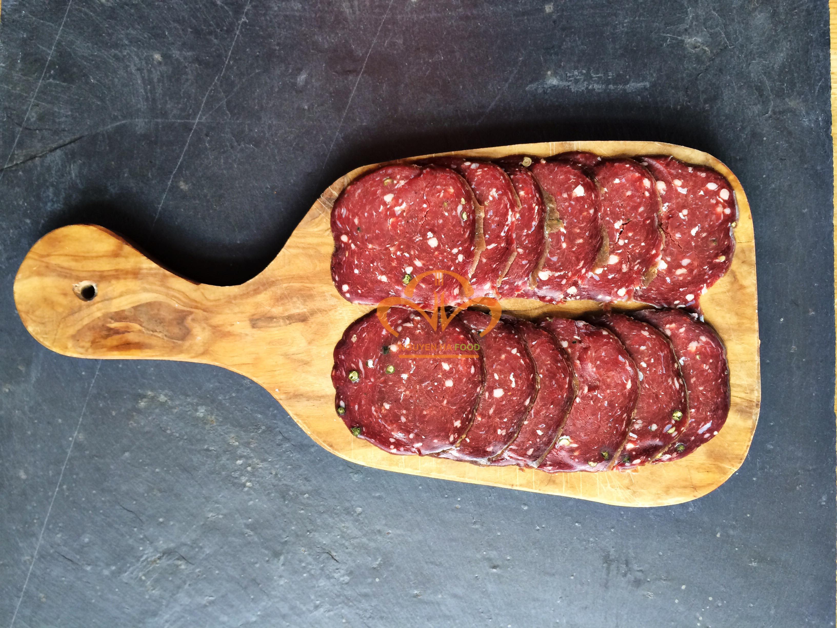 xuc-xich-kho-pave-tam-tieu-pave-au-poirve-cat-lat-pepper-salami-sliced-1