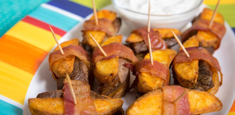 khoai tây đút lò với thịt xông khói.